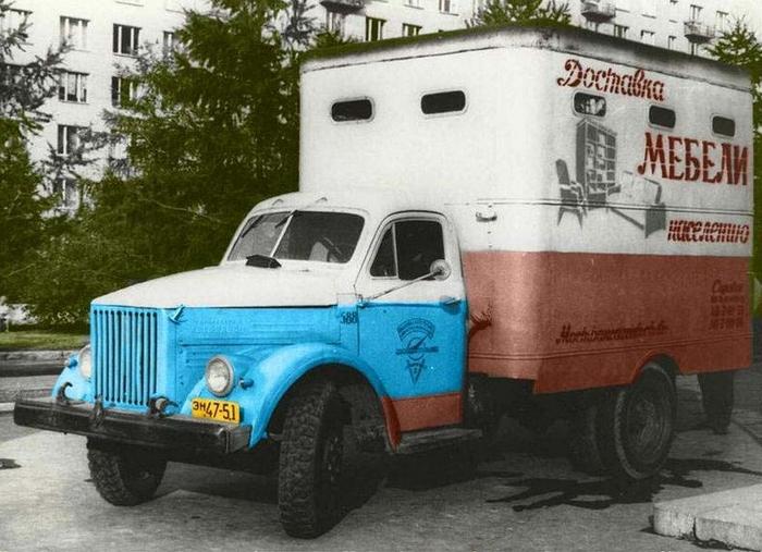 Мебельные фургоны Т-246 на шасси ГАЗ-51А строились с 1959 по 1972 годы опытными заводами Главмосавтотранса