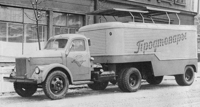 ГАЗ-51П — седельный тягач, серийное производство 1956—1975.
